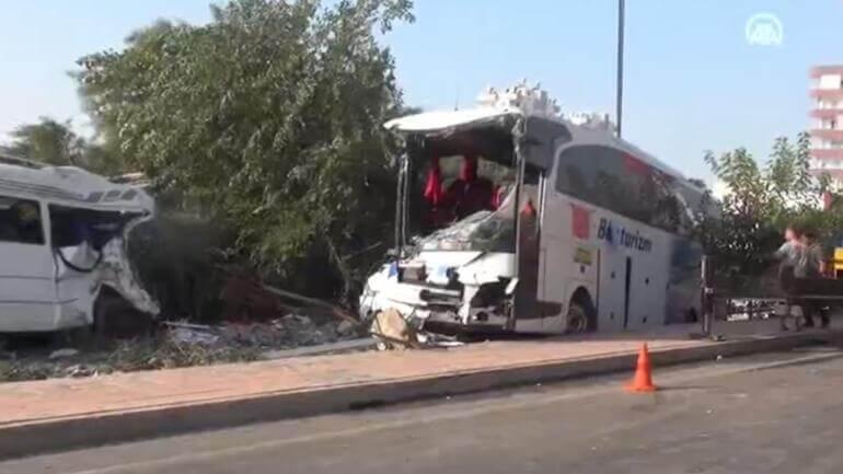 Mersin'de yolcu otobüsü devrildi! 37 yaralı